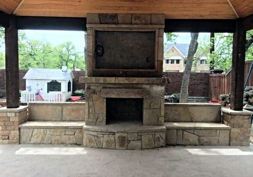 Outdoor Kitchen With Chimney